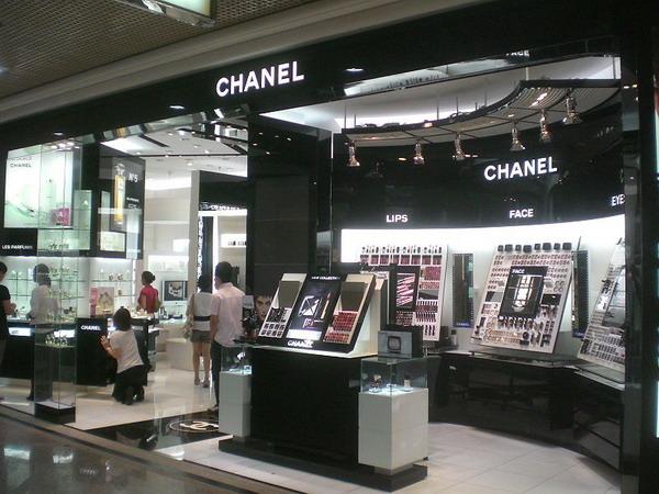 Коко Шанель. Один из фирменных магазинов Шанель
