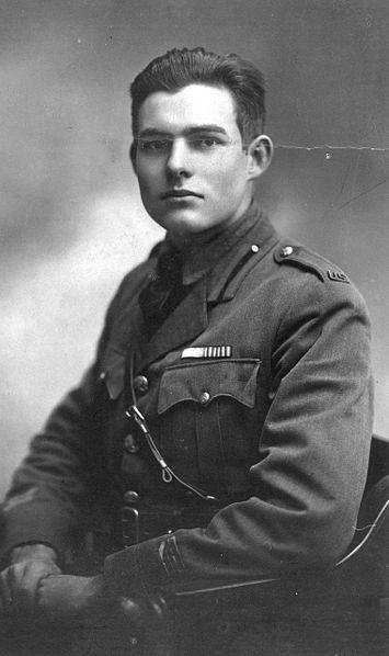 Эрнест Хемингуэй в военной форме, 1918 год