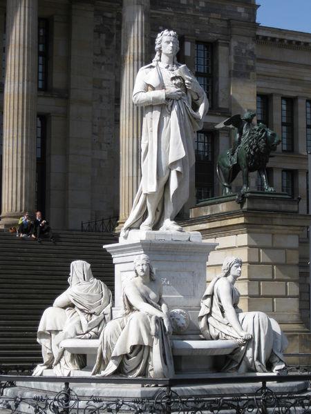 Памятник Шиллеру в Берлине